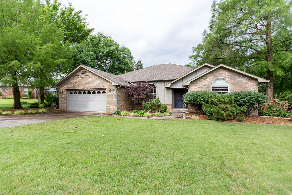 2943 S Country Club Dr, Fayetteville, AR
