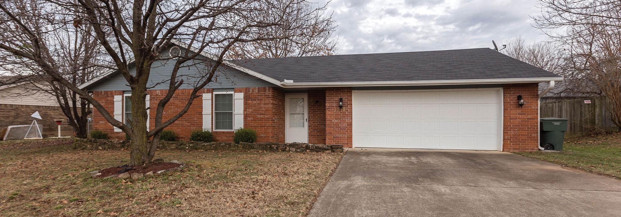 1372 N Pine Creek Dr, Fayetteville, AR 72704