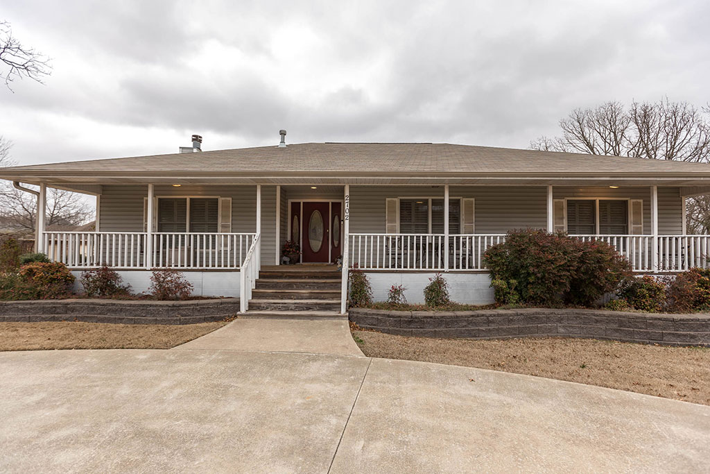 2702 S College Dr, Fayetteville, AR 72701