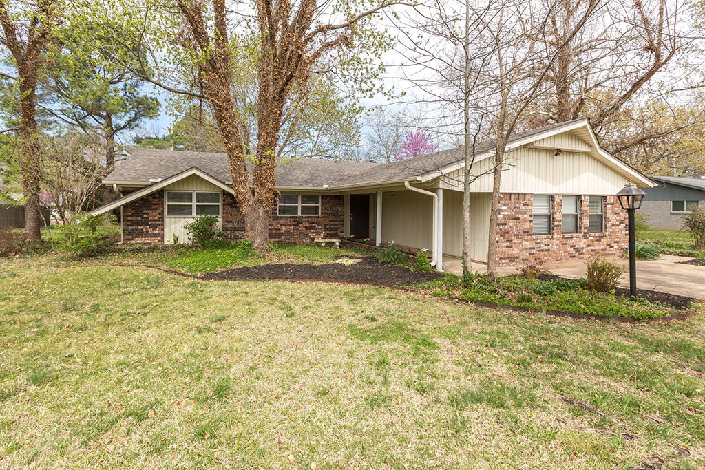 1716 E Rolling Hills Dr, Fayetteville, AR 72703