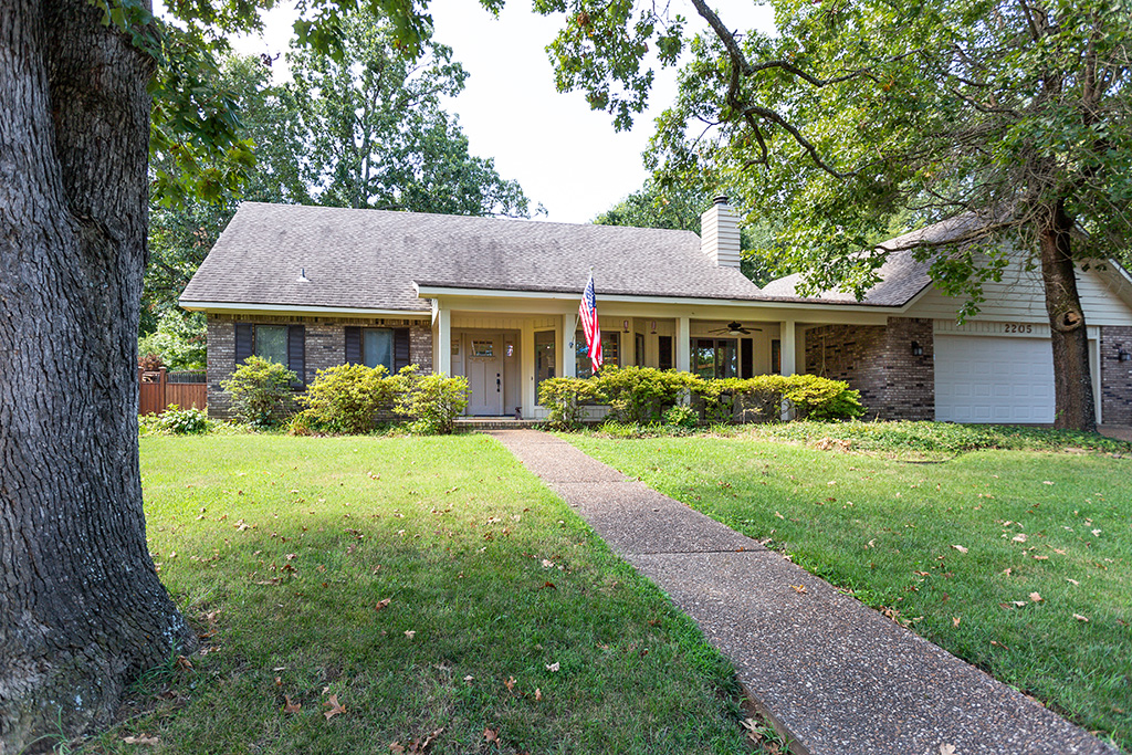 2205 Gentle Oaks Ln, Fayetteville, AR 72703